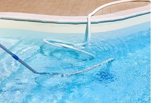 on-site pool cleaning